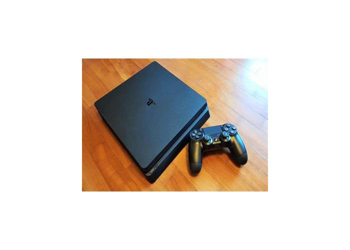 PlayStation 4 slim - 1