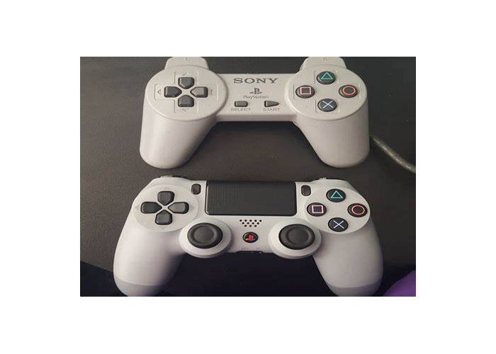 Playstation 4 with 1 controller - 1