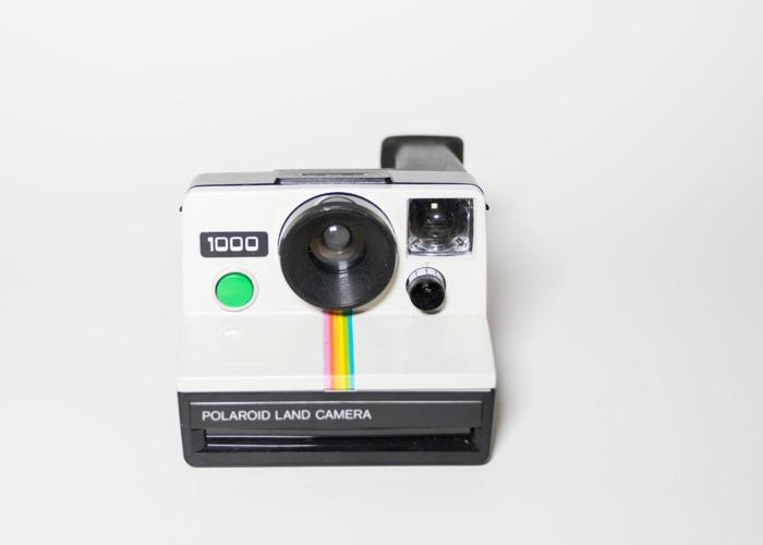 Polaroid 1000 camera green button + SX70 film - 1