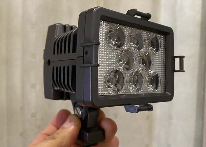 Portable LED video light with battery (camera mout) - 1