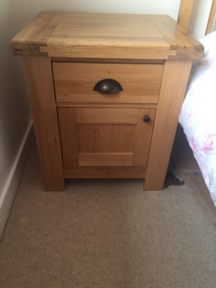 Solid oak bedside tables x 2 - 2