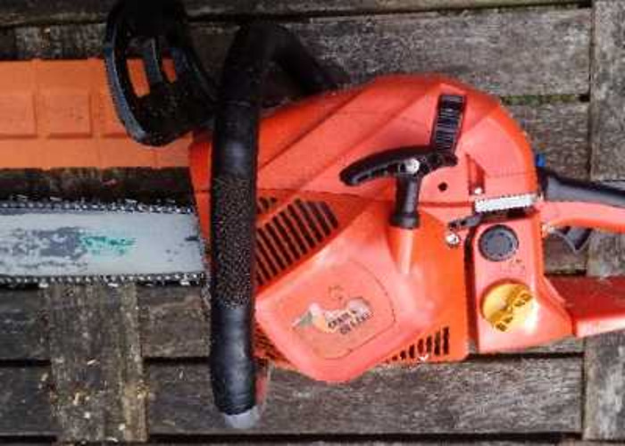 """Professional Chainsaw with 20"""" Bar & Wartech Chain - 2"""