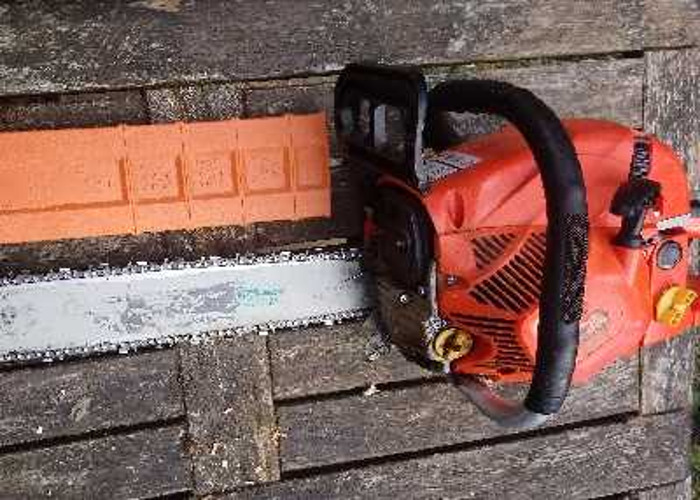 """Professional Chainsaw with 20"""" Bar & Wartech Chain - 1"""