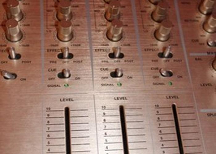 Rent Professional DJ Mixer Vestax PCV 275 in London | Fat Llama