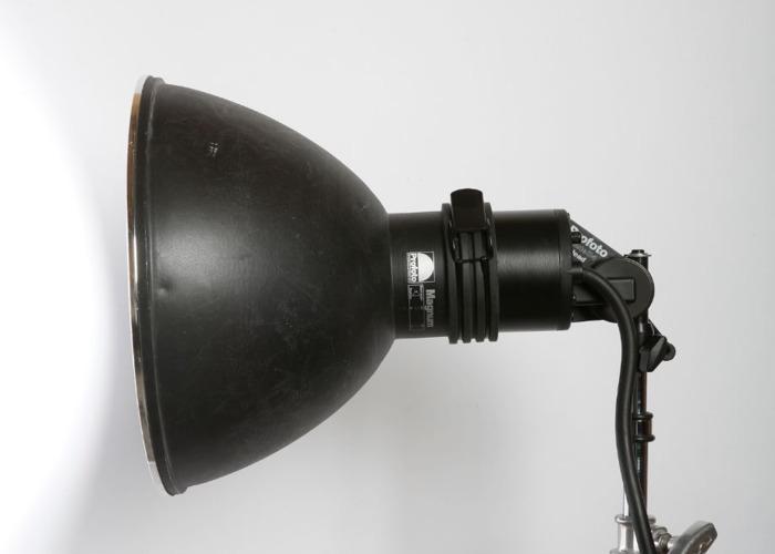 profoto magnum-reflector-56428124.jpg