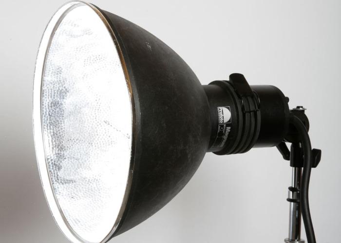 profoto magnum-reflector-69513476.jpg