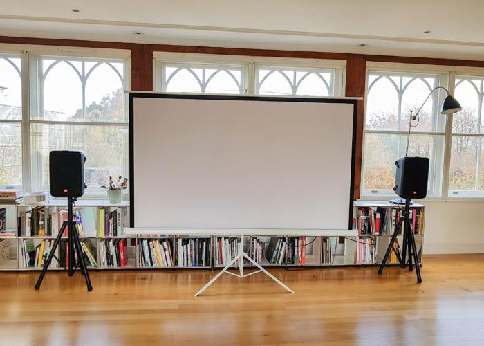 projector + projector screen (2.5m x 1.5m) + speakers - 1
