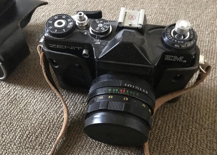 Prop Vintage Analogue Camera - 1