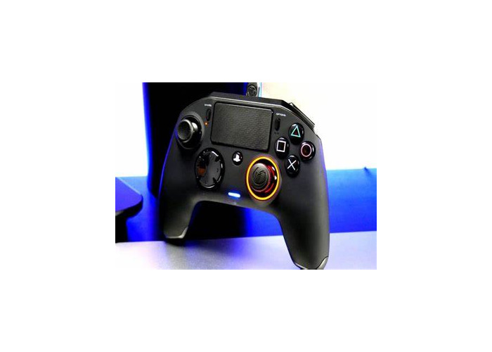 PS4 + 2 Controllers - 1