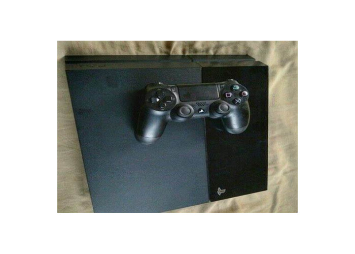 PS4 Original Console w/ 1 Controller - 1