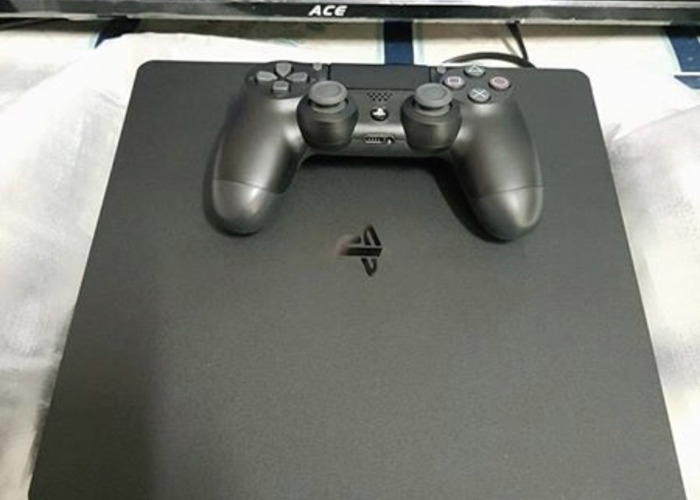 PS4 slim with 1 controller  - 1