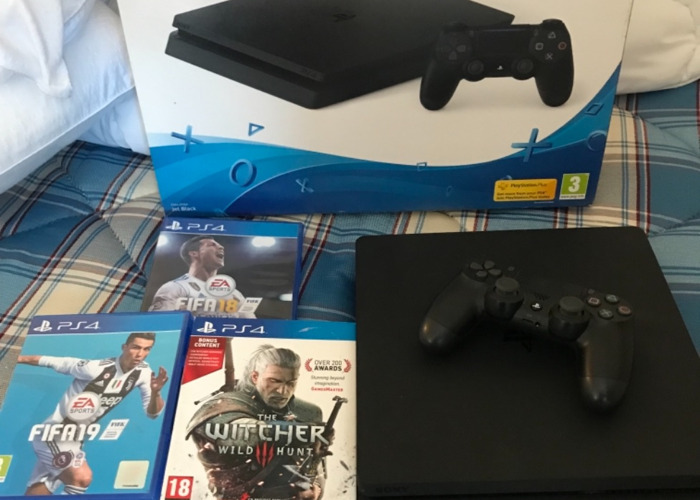 PS4 Slim with FIFA 19, Fortnite and Apex Legends! - 1