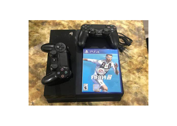 PS4 with one controller and fifa 19 - 1