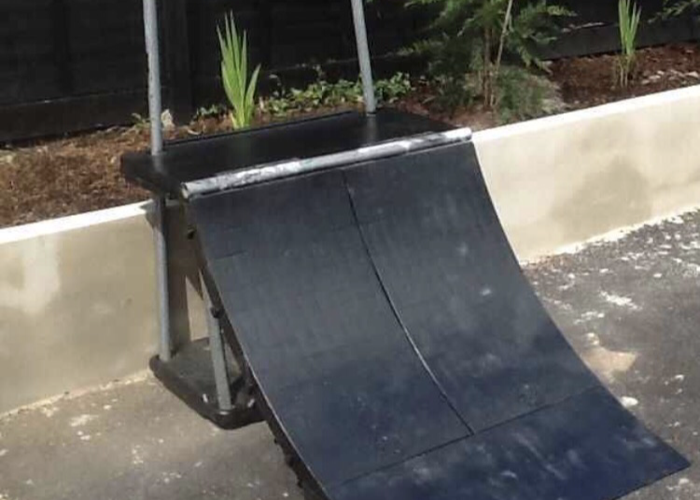 Quarter Pipe Skateboard Ramp - 1