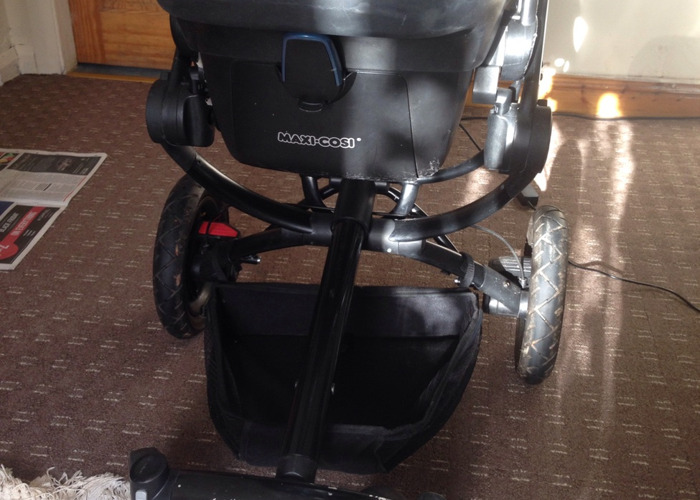 Quinny with Pebble Maxi Cosi Car Seat  - 1