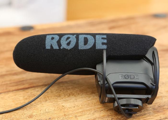 RØDE VideoMic PRO Rycote Microphone with BoomPole - 1