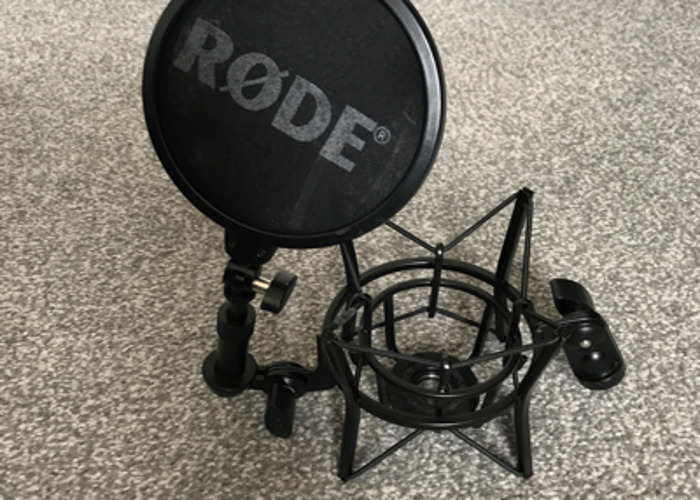Rode NT1-A Condenser Microphone & Focusrite Scarlett 2i2 Interface - 2