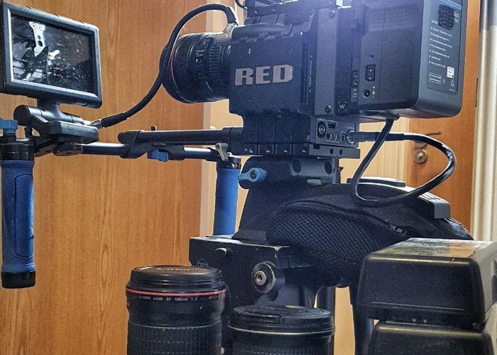 Red Scarlet-X 4K cinema camera (Canon EF Mount) Lens/Light kit - 1