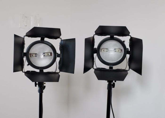 Redhead Light Set x 2 + Stands + Gels + Spare Bulbs + Carry Case, 3200K Tungsten Lighting Kit - 1