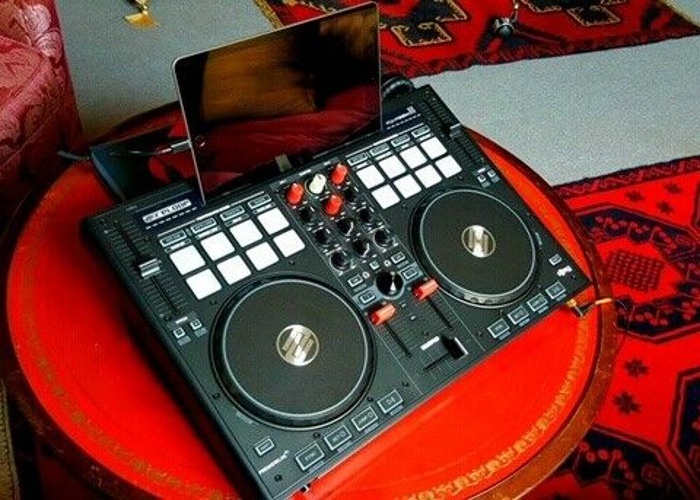 Reloop BeatPad 2 DJ Controller  - 1