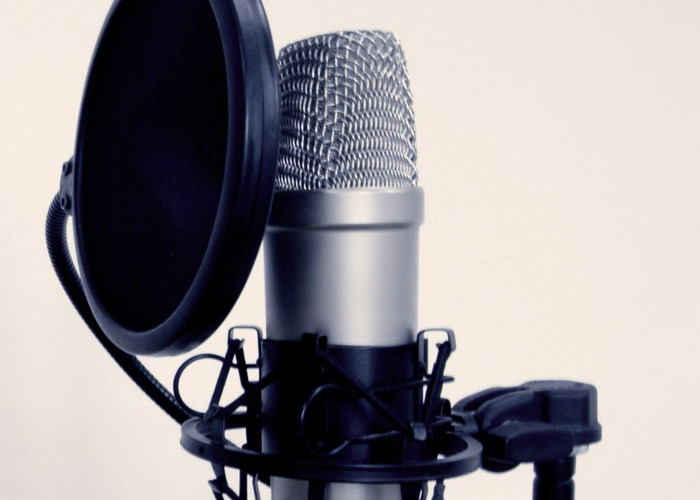 rent rode nt1 a condenser microphone with pop filter in duxford fat llama. Black Bedroom Furniture Sets. Home Design Ideas
