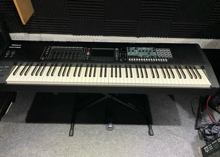 Roland Fantom  - 1
