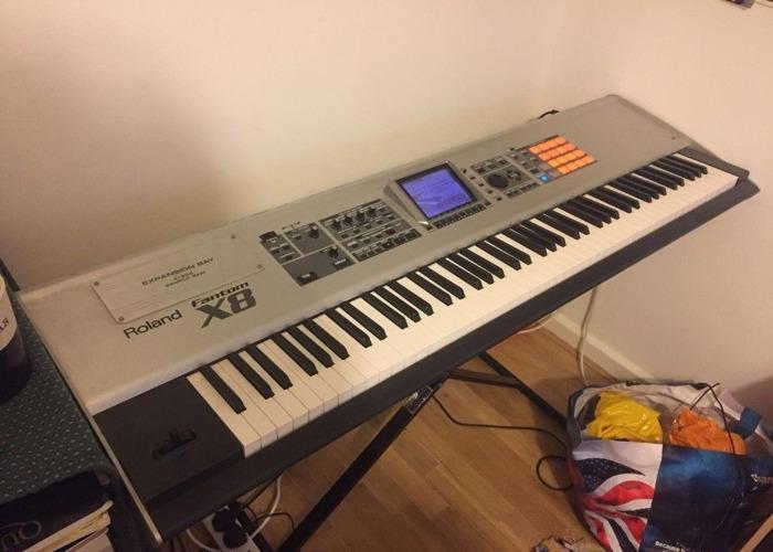 Roland Fantom X8 - 1