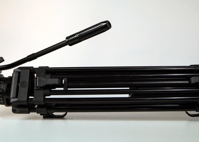 Sachtler DV 10 tripod - 1