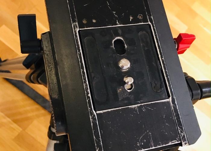 Sachtler Video 20 III Fluid Head and Tripod - 2