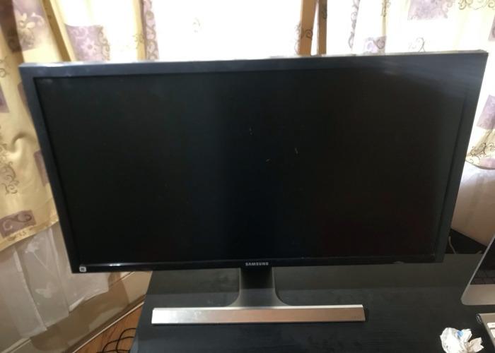 Samsung 4K 28 inch Monitor - 1