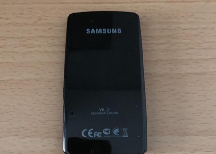 Samsung YP-Q1 MP3 Player 8GB - 2