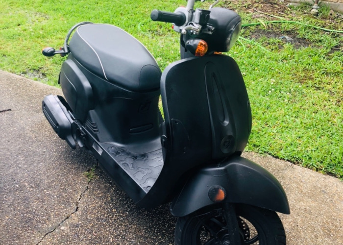 Scooter-Moped - 1