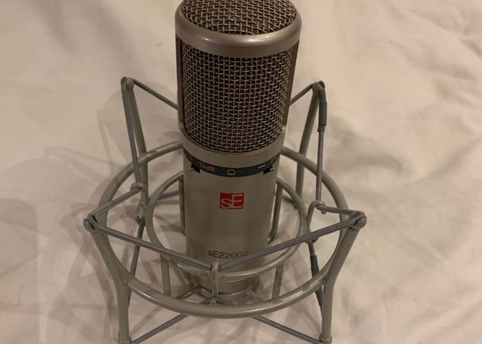 SE2200A Condenser Mic Pop Shield & Mic Stand - Vocal Setup - 2