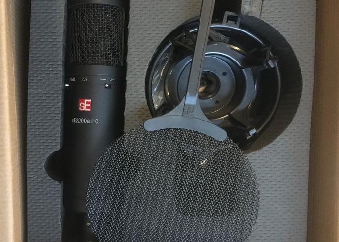 SE2200a II Cardiod Condenser Vocal Microphone  - 2