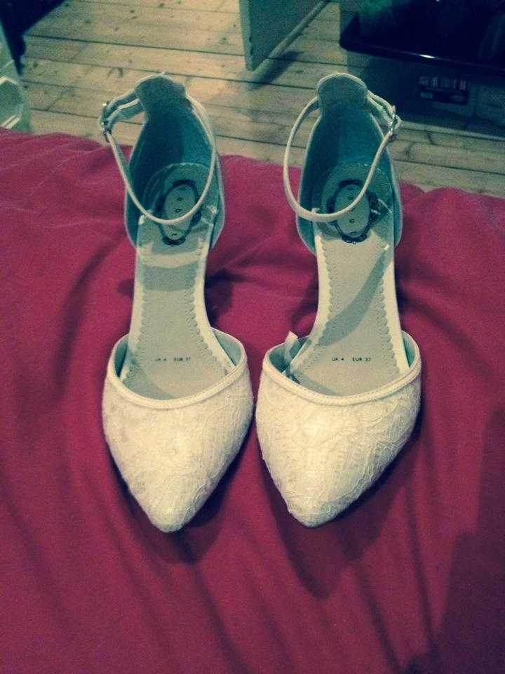 Size 4 Wedding Shoes and Wedding Clutch bag (excellent condition)  - 1