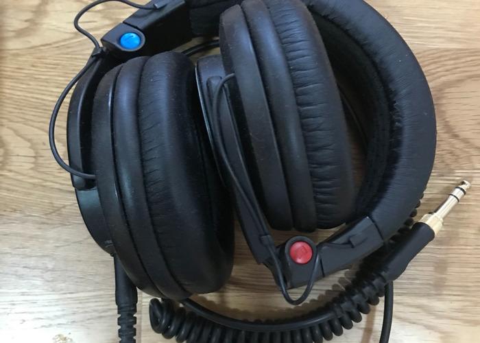 Shure SRH840 Studio/DJ Headphones - 1