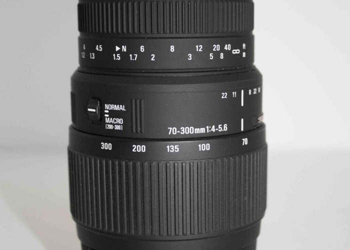 SIGMA 70-300 mm f/4-5.6 DG Macro Zoom Lens - for Nikon - 1