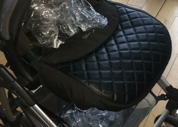 Silver cross Ventura car seat with footmuff and raincover  - 1