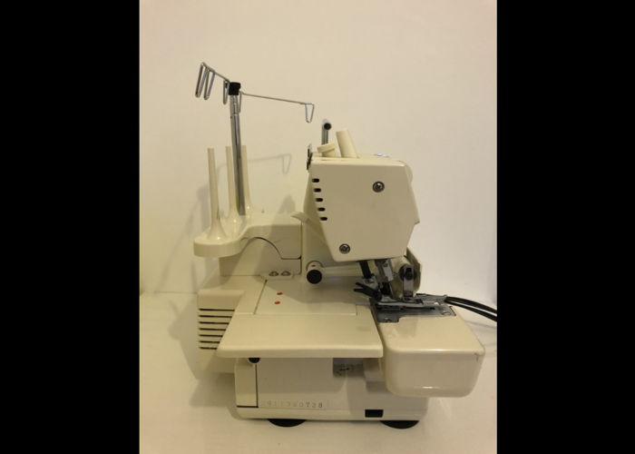 Singer 14U286B Overlocker Machine With Carry Bag and Manual - 2