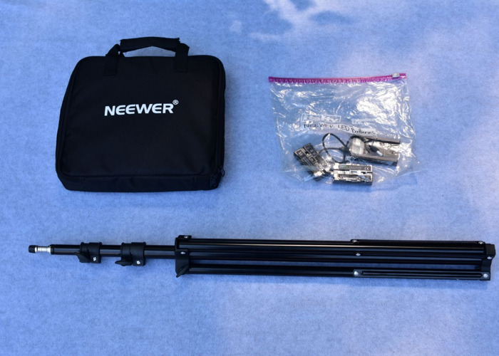 Single Neewer LED Light and Batteries - 2