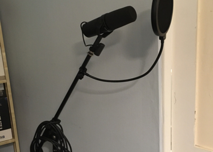 SM7B With Stand XLR And Pop Guard  - 1