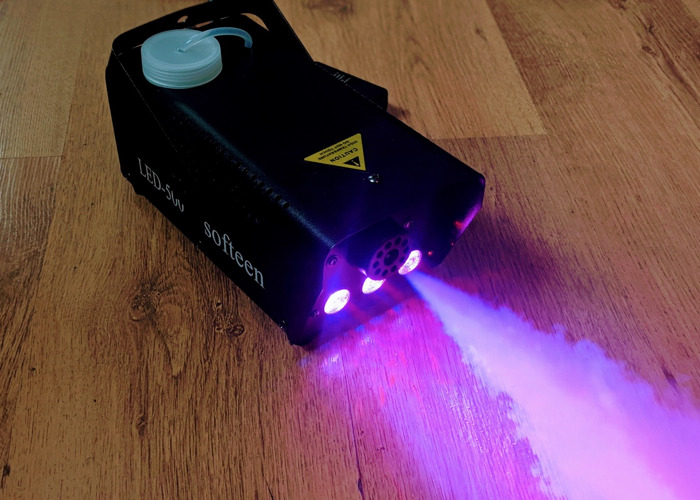 Smoke Machine -  with LED lights (13 colours) - High density smoke fluid included - 1
