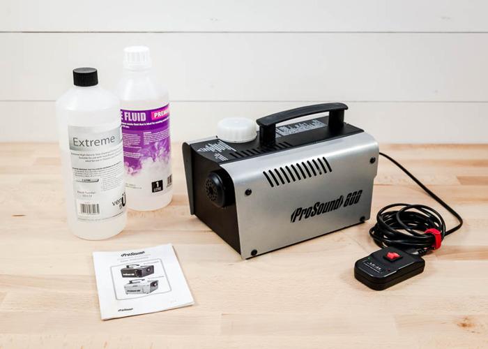 smoke machine-with-smoke-fluid-39850551.jpg