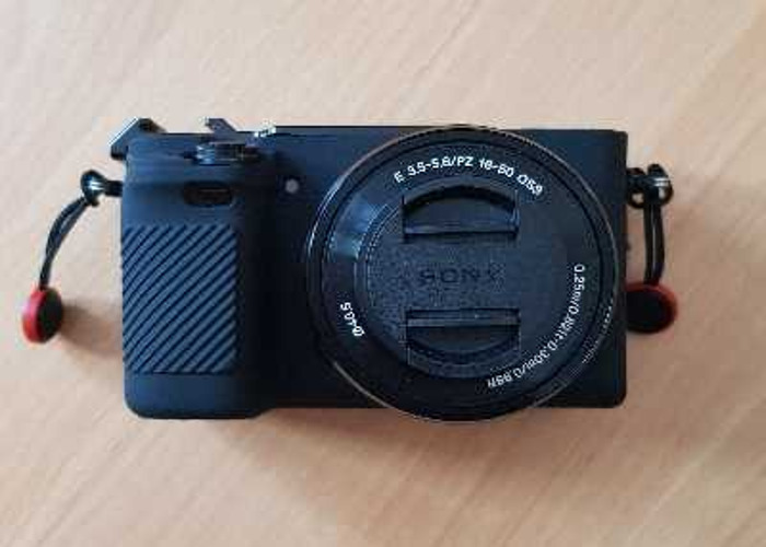 Sony A6400 with kit lens (16-50mm)+ 128gb SD - 1