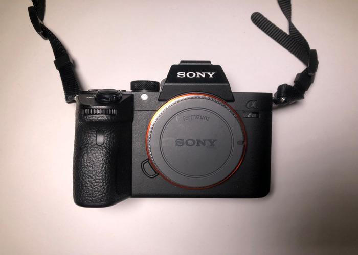Rent Sony A7 iii + Sigma 50mm E-Mount + 3x Batteries + 64gb