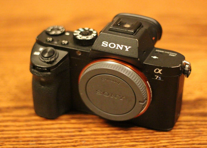 Sony A7s ii Body Only + 5 batteries + Charger - 1