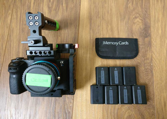 Sony A7SII | 7 batteries + Cage & memory cards  - 2