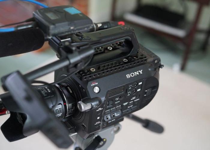 Sony FS7 + tripod + mic + 24-105mm +35mm + 64gb card - 1