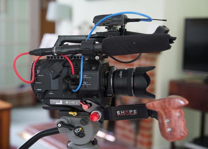 Sony FS7 + tripod + mic + 24-105mm +35mm + 64gb card - 2