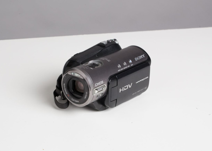 Sony MiniDV HDV Camcorder + Thunderbolt 2 and 3 cables to capture the footage - 1